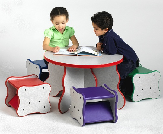 Comfy Curves Table and 4 Stools
